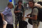 两俄罗斯青年花光路费,从肇庆徒步上高速要□去广西?肇庆民警这一举动暖低喝一�心了!