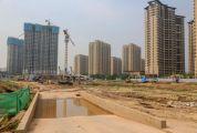 记者暗访新世纪娱乐:新区部分在建项目 部分建筑工地扬尘管控仍存死角