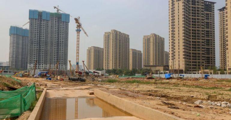记者暗访肇庆新区部分在建项目 部分建筑工地扬尘管控?#28304;?#27515;角
