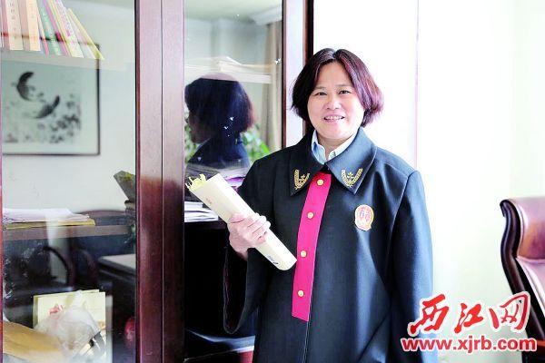 郑丽容不忘法律初心,坚守法官使命。 西江日报通讯员供图