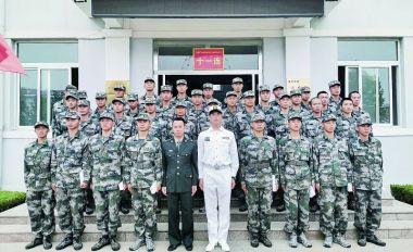 我市各地人武部組員赴軍營探訪新兵跟蹤教育