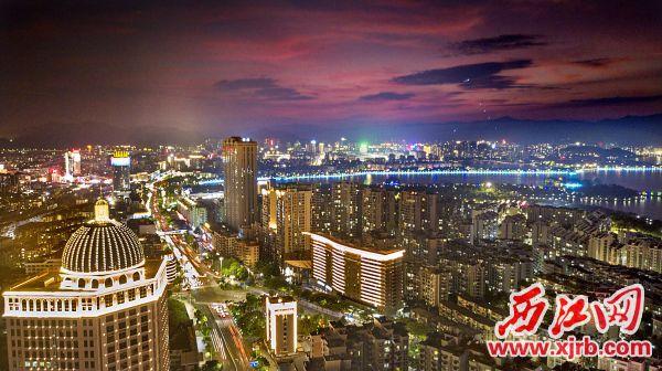 """肇庆着力塑造""""水墨肇庆、流光溢彩""""的现代化城市夜景形象。"""