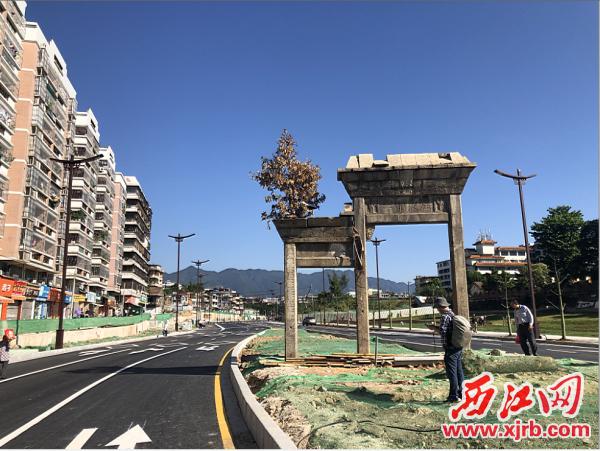 康乐南路改造建设后旌表节孝牌坊成为道路上一道美丽的风景。 市城投集团供图