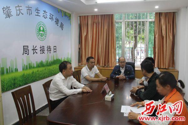 市生態環境局開展群眾接訪活動。 記者 岑永龍 攝