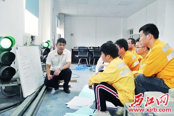 """""""墩苗班""""的学员正在培训。 西江日报通讯员 陈庆 摄"""