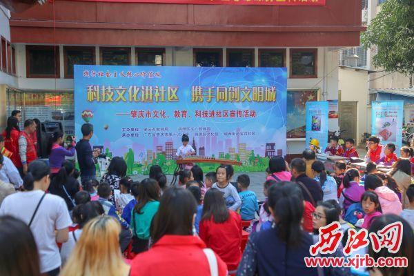 我市把文化科技教育进社区工作与创文融合开展。 西江日报记者 曹笑 摄
