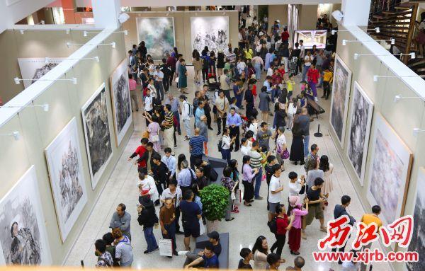 肇庆美术馆以美学传扬传统文化,常常人头涌涌。 西江日报记者 梁小明 摄
