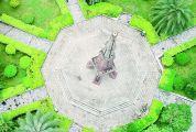 """中國大陸第一個觀測北回歸線的網紅打卡地 北回歸線標志塔:游客圍觀""""立竿無影"""""""