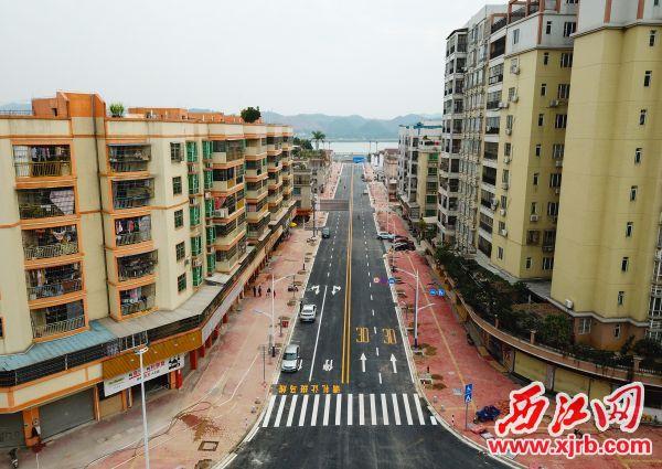 连接江滨路和塔东一路的杏园路近日顺利贯通。 西江日报记者 梁小明 摄