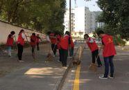 高要公安党员志愿者社区开展保洁活动