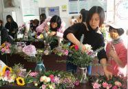 跃龙社区举行插花活动