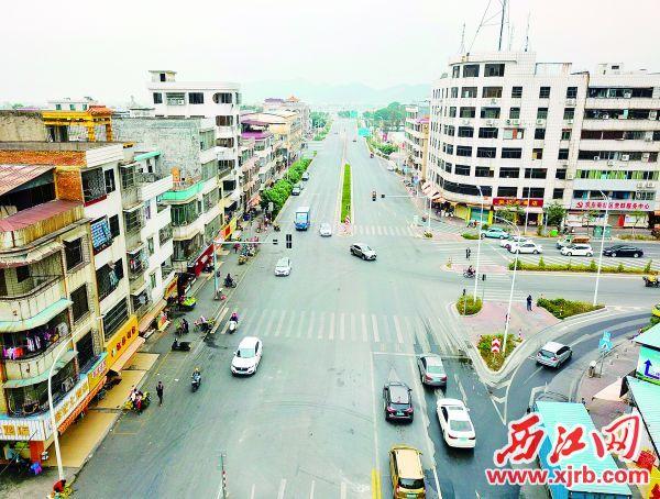 河旁路开通更加方便市民出行。 西江日报记者 梁小明 摄