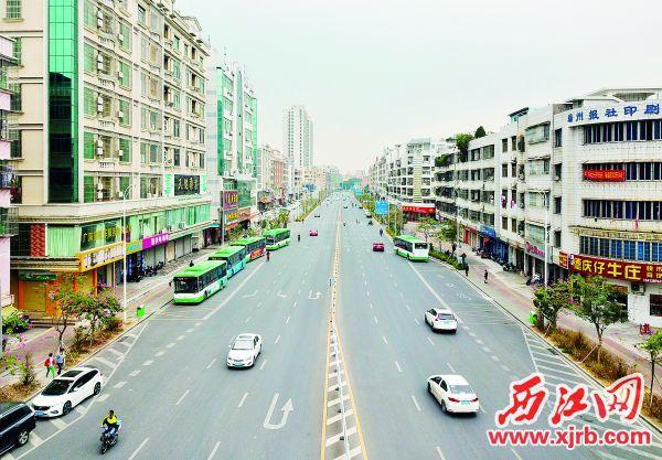 ▲开通后的建设二路道路顺畅。 西江日报记者 梁小明 摄