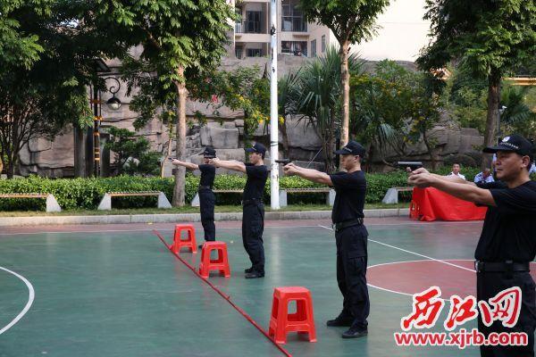 法警加强训练。西江日报通讯员 梁力 摄