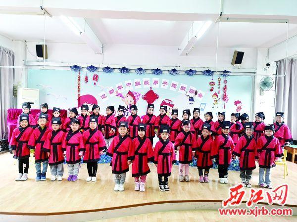 肇庆市直属机关第二 幼儿园的小朋友们朗诵《弟 子规》。 吴迪 摄