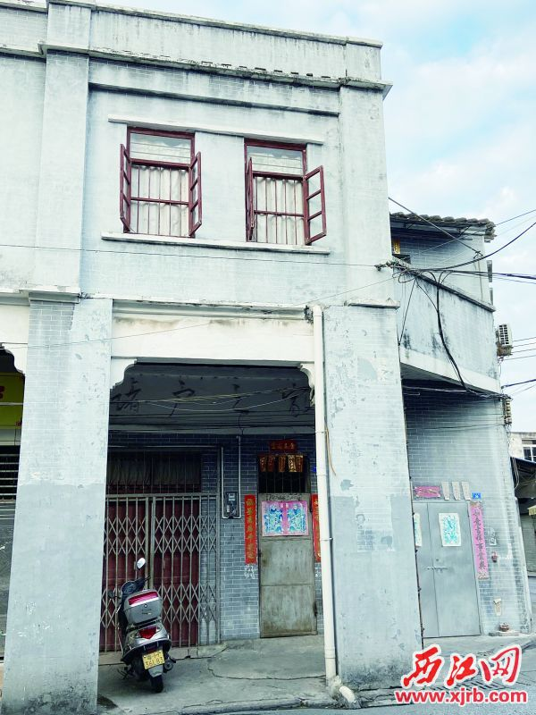 储户之家外观简洁,保存得较好。 西江日报记者 赖小琴 摄