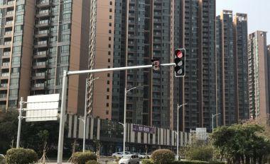 """藍塘北路紅綠燈設置數月終""""亮燈"""""""