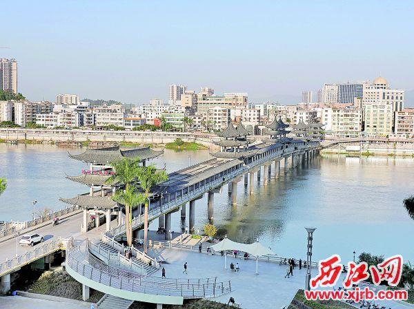 柑乡大桥是省内第一座通行观光大桥。 西江日报记者 吴威豪 摄
