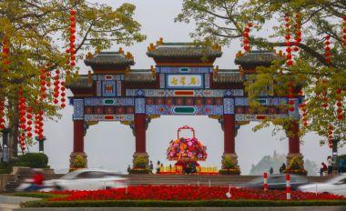 端城燈籠高掛 喜慶氛圍迎新春