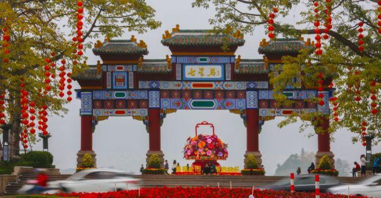 端城灯笼高挂 喜庆氛围迎新春