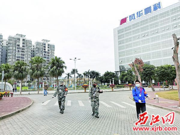 端州民兵在消毒。 西江日报通讯员 廖宇华 摄