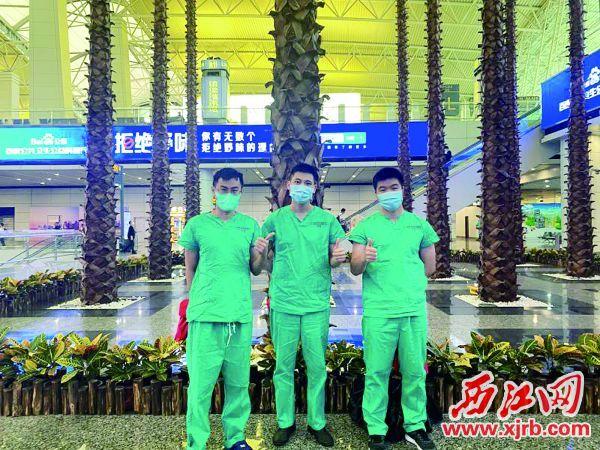 医护人员在白云机场。