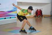 阳光体育运动开课啦!我市青少年居家在线上轮滑网课