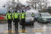 肇庆市民哀悼抗击新冠肺炎疫情斗争牺牲烈士和逝世同胞