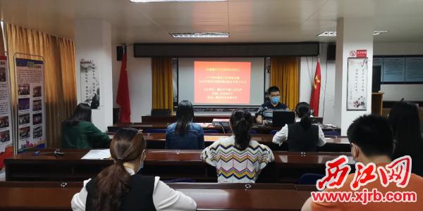 3月27日,市中级人民法院在端州区双东南社区开展文明公约教育实践活动,推动移风易俗,倡导2020年清明节网络祭扫。