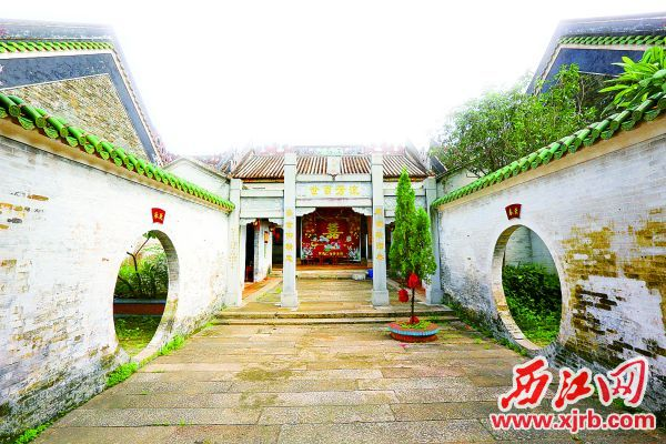 散发着年代感的罗氏祖祠。 西江日报记者 梁小明 摄