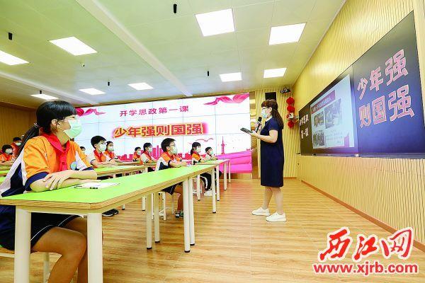 5月11日上午,奥威斯实验小学新华校区学生上复学第一课。 西江日报记者 梁小明 摄