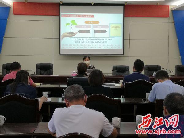 市发改局举办学习习近平新时代中国特色社会主义思想宣讲会。西江日报全媒体记者 陈松连 摄