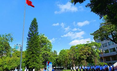 市委办公室举行升国旗仪式