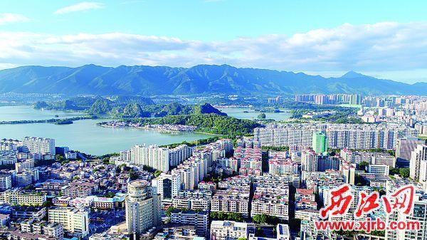 肇庆市自然环境优美,在此置业定居成为许多人的选择项。 西江日报记者 严炯明 摄