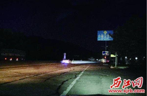 321国道端州与高要交汇处往西,一段路有路灯但没有照明。