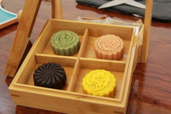水果月饼。西江日报全媒体记者 伍颖欣 摄
