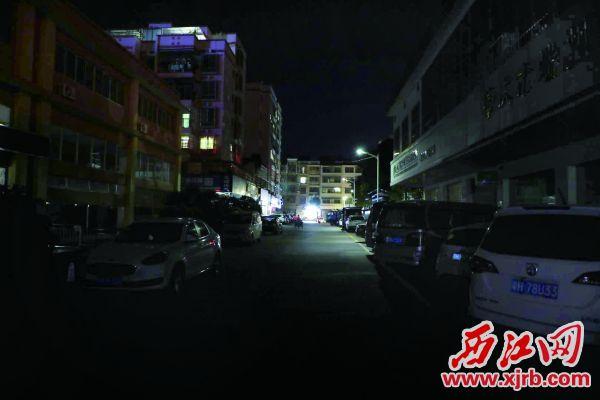 端州区黄岗南路附近一条小巷黑漆漆。