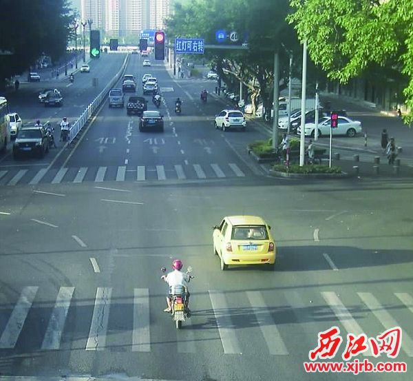 端州西江南路与前沙街交汇 处,一辆摩托车闯红灯。