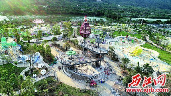 肇庆市儿童公园项目正在抢抓进度建设。图为园内地标建筑景观塔。 西江日报通讯员供图