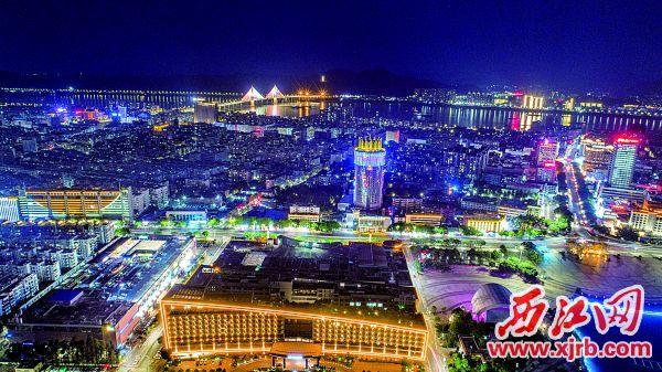流光溢彩的古城端州夜景。 西江日报记者 曹笑 摄