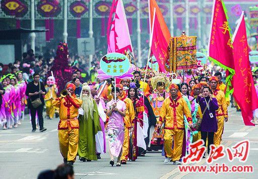 贞仙巡游活动是贞仙诞的重头戏。 西江日报记者 梁小明 摄