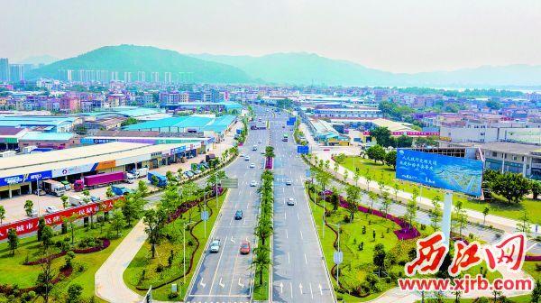 端州七、八路完成升级改造,将进一步改善市民的出行条件,为端州城市建设、产业布局提供强有力的交通支撑。 西江日报记者 曹笑 摄