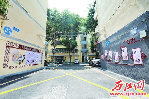 端州区城东三区小区里设置了好家风好家训宣传栏,营造了浓厚的文明氛围。 西江日报记者 刘春林 摄