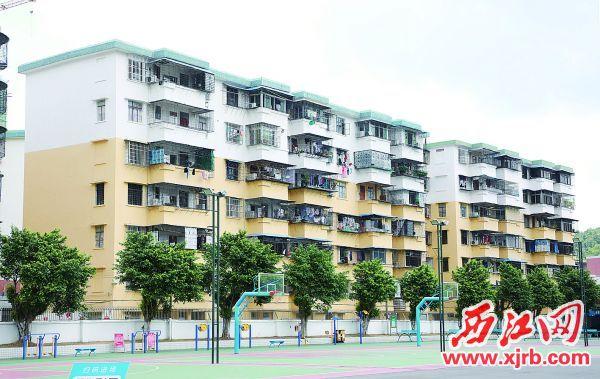 高要区兴华苑小区的楼体外墙被粉刷一新。西江日报记者 刘春林 摄