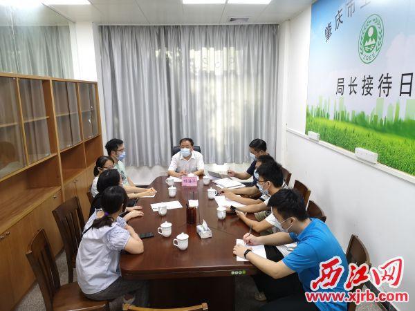 9月10日,市生态环境局举行信访接待日活动。 记者 岑永龙 摄