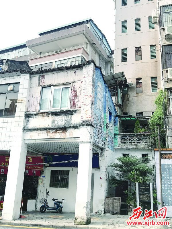城中路15号中共西江特委交通站旧址(高要书店)。