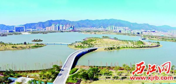具有地域特色的集防洪、生态、景观、旅游、休闲娱乐于一体的肇庆新区砚阳湖。 西江日报记者 刘春林 摄