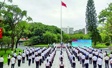 市委办市政府机关举行国庆升旗仪式