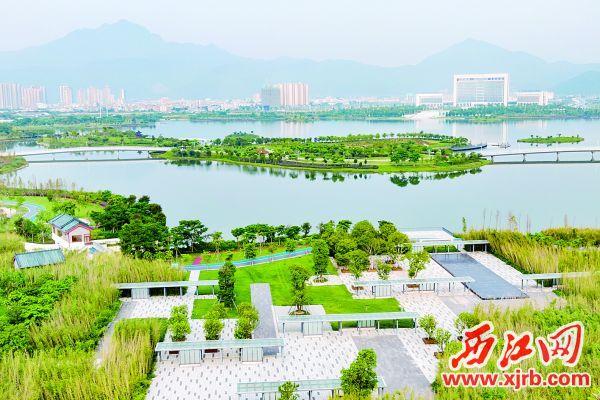 美丽的砚阳湖公园。 西江日报记者 吴勇强 摄