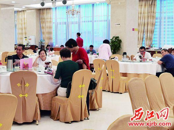 假期酒楼生意旺。 西江日报记者 陈松连 摄